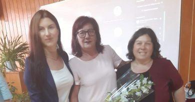 """Отличия за директора на СУ """"Димитър Благоев"""" – Свищов, и двама преподаватели на наградите """"Учител на годината"""" на РУО"""