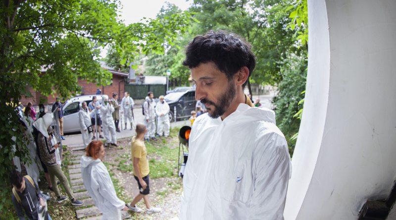 Екстравагантният художник Михаил Михайлов провокира с изложба, посветена на промиване на съзнанието