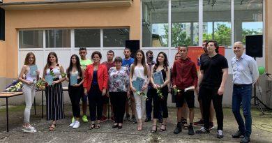 """Даниела Борисова е носителката на наградата """"Виктория"""" в СУ """"Вела Благоева"""""""
