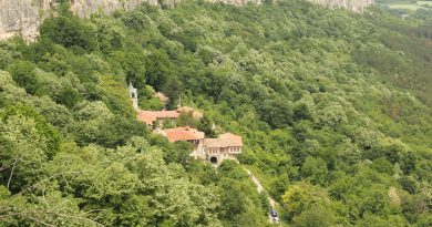 Млад историк изследва две скални убежища на Матей Преображенски край Велико Търново