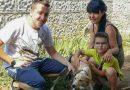 Добрият пример: Депутатът Явор Божанков и семейството му осиновиха куче от приюта в Шемшево