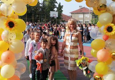 Всички първолаци в община Горна Оряховица получиха книжки със специално посвещение от кмета инж. Добромир Добрев