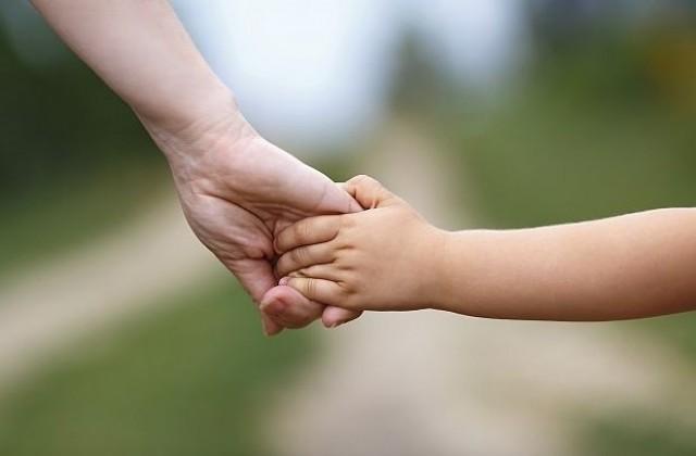 Приемна майка от В. Търново пое грижите за детето на отглеждана от нея девойка