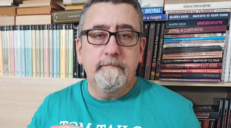 Великотърновец издаде първата българска книга за трансхуманизма – глобалната идеология за усъвършенстване на човека чрез комбинациите между изкуствен интелект, нано- и биотехнологии и когнитивна наука