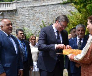 """Президентът на Сърбия Александър Вучич се поклони на гроба на свети Сава Сръбски в църквата """"С. 40 мъченици"""""""