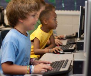 """Училището в Майско получава 10 смарт устройства от кампанията на """"Амалипе"""""""