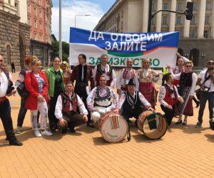 Търновски танцьори се включиха в протеста пред Министерския съвет