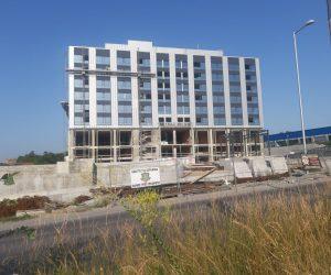 Вдигнаха и осемте етажа на най-модерния бизнес център във Велико Търново