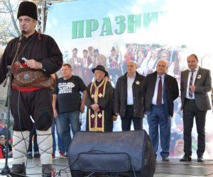 1500 еленски бута, Търговско хоро и още куп атракции забавляваха хиляди в Елена