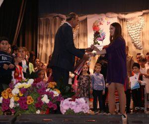 Министър Боил Банов прати букет и поздравления на Петия фестивал на детското и младежко изпълнителско изкуство в Патреш
