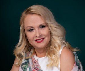 """Великотърновката Светлана Любомирска издаде първия си роман """"Прекъснати връзки"""""""