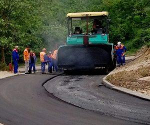 """За два месеца направиха асфалтиран път на улица в кв. """"Картала"""""""